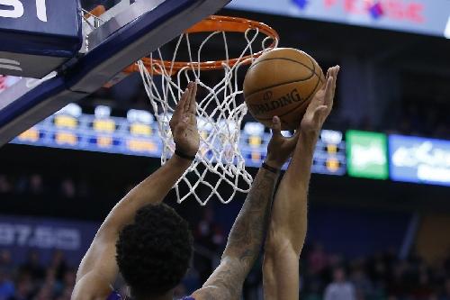 Utah Jazz 65 - Phoenix Suns 45: Halftime Show!
