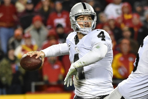 Raiders-Chiefs: What to make of Derek Carr's stats in cold weather