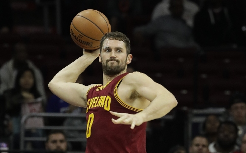 Kevin Love throws another touchdown pass to LeBron James for a dunk against New York