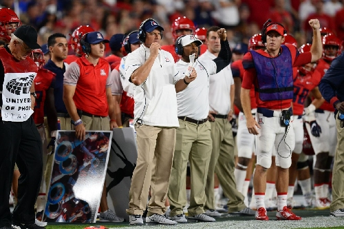 How much do Arizona's assistant football coaches make?