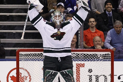 Devan Dubnyk, Wild hold off Maple Leafs in 3-2 victory