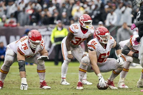 Raiders-Chiefs preview: Cold weather factor, stopping Derek Carr, Oakland defense