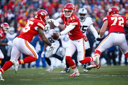 Raiders-Chiefs: The best way to stop Derek Carr is to keep him off the field