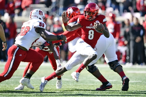 Lamar Jackson sweeps Maxwell and Walter Camp Player of the Year awards