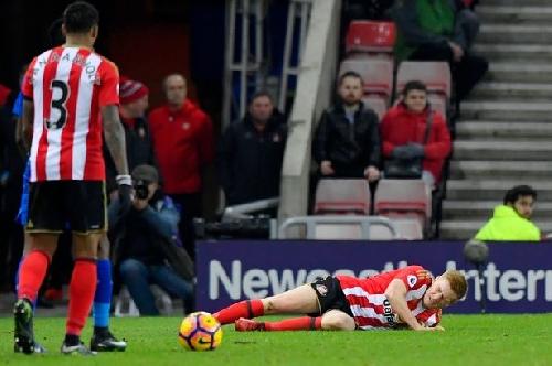 Duncan Watmore's injury leaves David Moyes weighing up his options ahead of Swansea trip