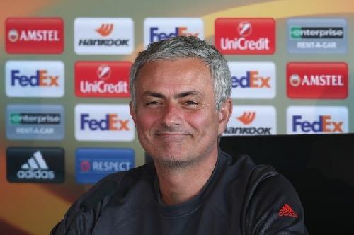 Manchester United chasing Lazio defender Stefan De Vrij and more transfer rumours
