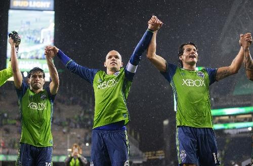 Injured Sounders veterans Osvaldo Alonso, Brad Evans 'will be involved' in MLS Cup