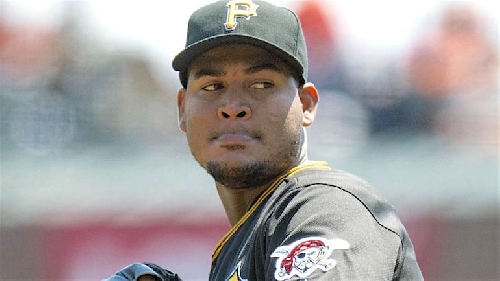 MLB hot stove: Ivan Nova gets 3-year deal ... but not for big money