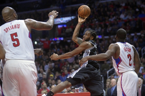 Lethargic Spurs get outworked by Clippers bench players