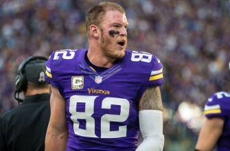 Vikings' Kyle Rudolph's Christmas Eve Cleats are Perfection (Video)
