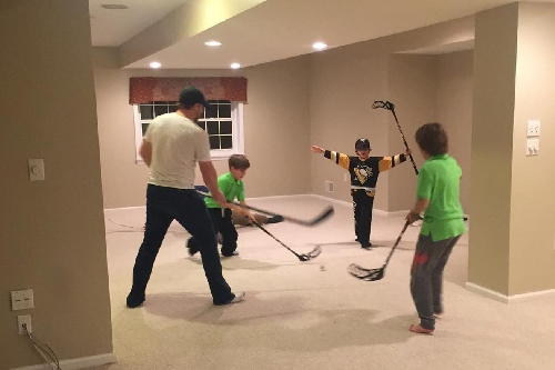 Matt Cullen's kids are the luckiest - they got to play hockey with Phil Kessel