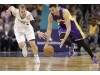 Lakers' Larry Nance to miss four weeks with knee injury