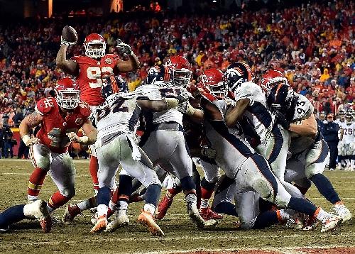 Dontari Poe's TD pass has the Kansas City Chiefs feeling good