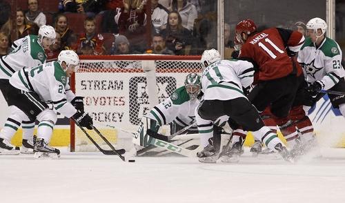 Lehtonen, Stars win heated game vs Coyotes The Associated Press