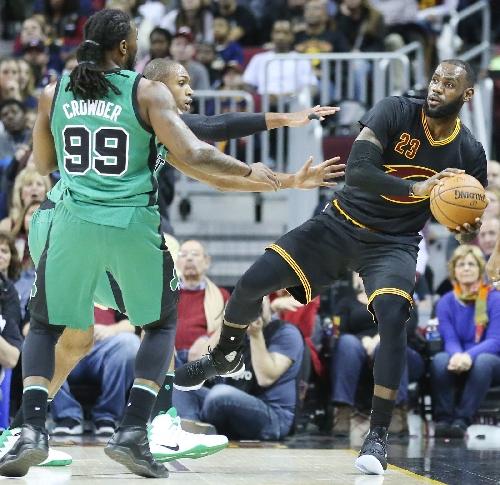 Richard Jefferson soars for alley-oop dunk against Celtics (video)