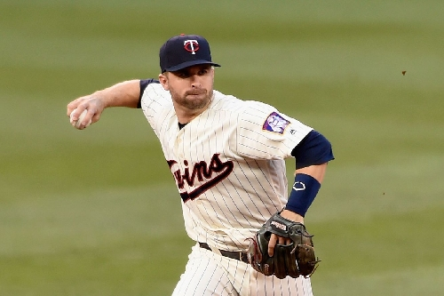 Twins putting foot down on Brian Dozier deal
