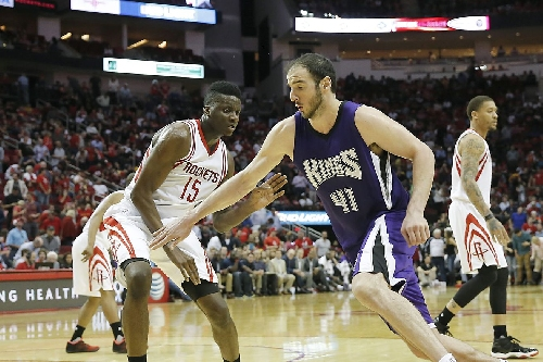 Rockets reportedly trying to trade for Kosta Koufos