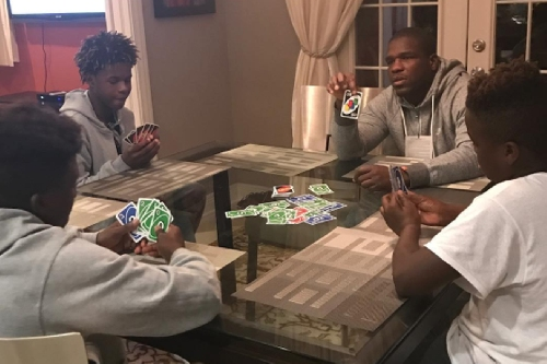 Frank Gore and his family love them some UNO!