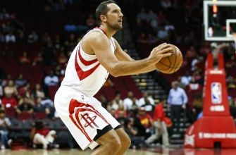 Why can't Ryan Anderson make shots in the Toyota Center?