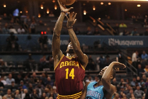 Cavs' bench Guards step up as Cavaliers beat Hornets 121-109