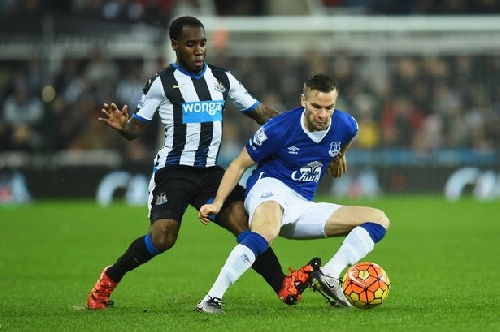 Newcastle transfers: Magpies submit loan offer for Everton's Tom Cleverley