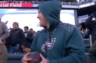 Eagles TE gives football to Mike Trout after touchdown