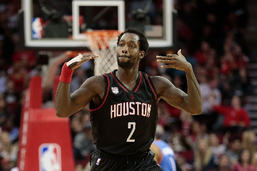 One-handed, Patrick Beverley helps Rockets to a win