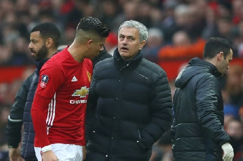 Manchester United give Marcos Rojo injury update