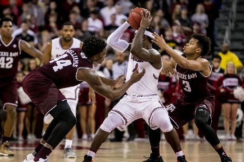 South Carolina beats Texas A&M 79-68 to improve to 2-0 in the SEC