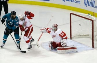 Pavelski scores 2, Sharks beat Red Wings 6-3