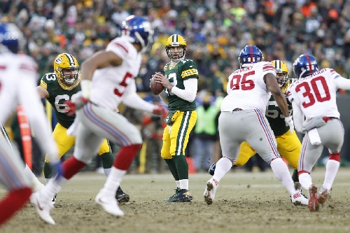 Packers-Giants Update: Rodgers to Cobb Hail Mary sends game to halftime