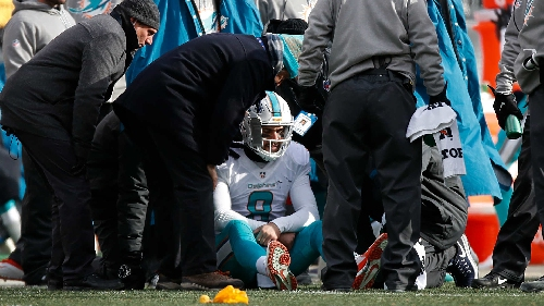 NFL reviewing Dolphins' application of concussion protocol on Moore hit