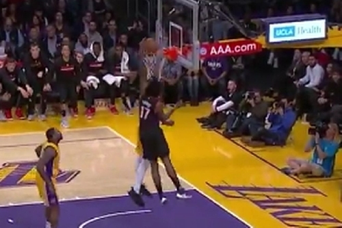 Lakers Highlights: Thomas Robinson builds a wall around the rim