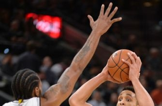 Beasley's 28 points help Bucks overcome Spurs, 109-107