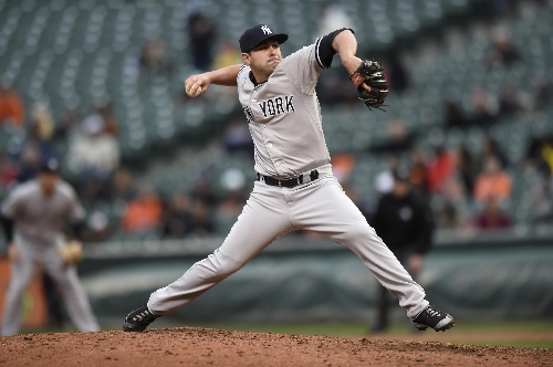 Yankees deal reliever Goody to Indians