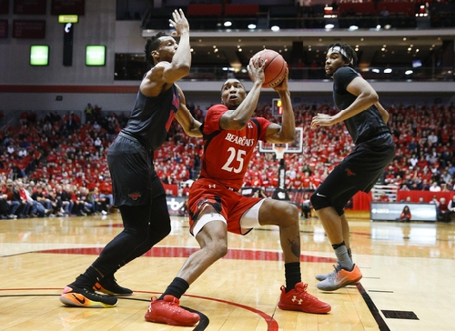 No. 22 Cincinnati holds on for 66-64 win over SMU The Associated Press