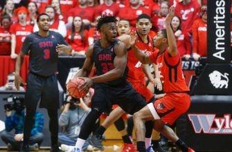 No. 22 Cincinnati holds on for 66-64 win over SMU