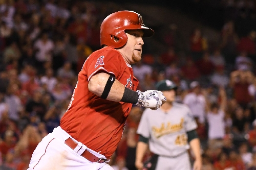 Kole Calhoun is latest Angels player to avoid arbitration