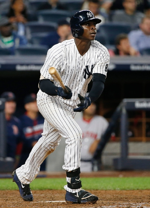 Yankees agree to terms with six players