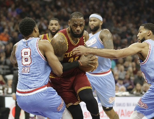 Kyrie Irving, Kyle Korver lead Cleveland Cavaliers to win over Kings