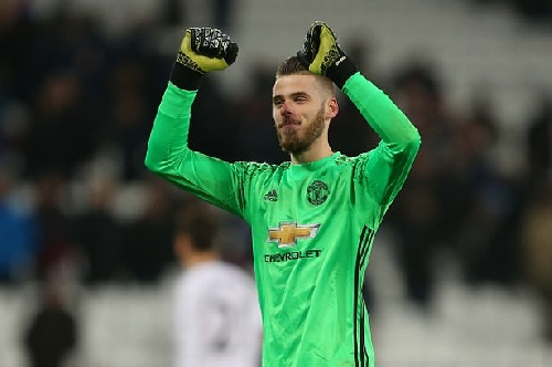 Manchester United goalkeeper De Gea to be 'rewarded with bumper new deal'