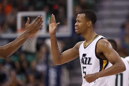 Utah Jazz guard Rodney Hood hyper-extends right knee in fourth quarter against Orlando Magic