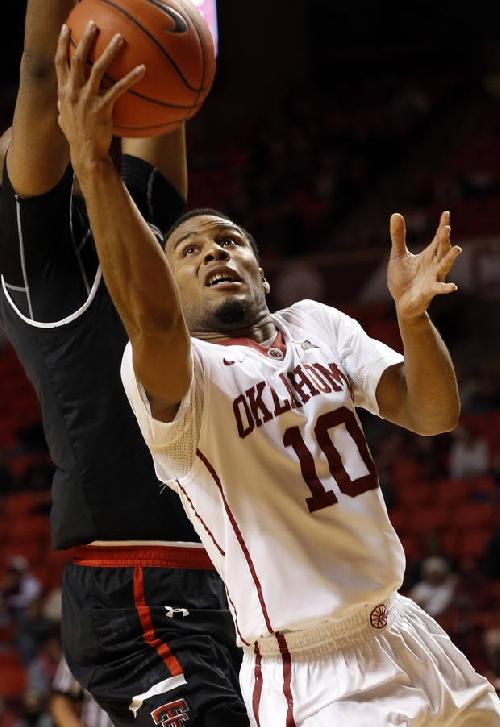 OU men's basketball: Woodard's closing kick helps Sooners snap losing streak