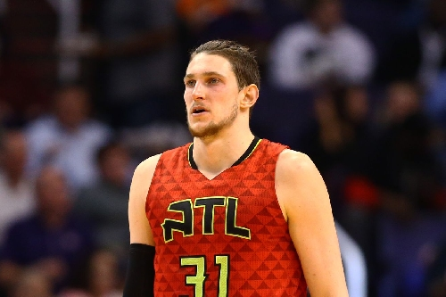 Mike Muscala leaves game with ankle injury
