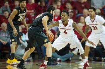 Arkansas Basketball Comes Out On Top in Must-Win