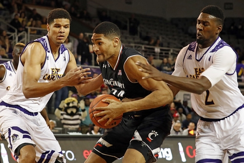 Washington, defense lead No. 22 Cincinnati past ECU 55-46 The Associated Press