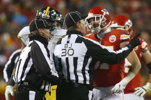 Chiefs TE Travis Kelce: Ref shouldn't even work at Foot Locker