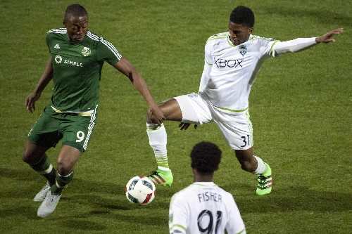 Damion Lowe signs with Tampa Bay Rowdies