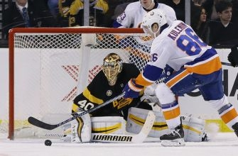 Greiss makes 32 saves; Islanders blank Bruins 4-0