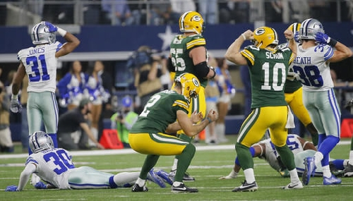 Packers flip script, experience last-second playoff win